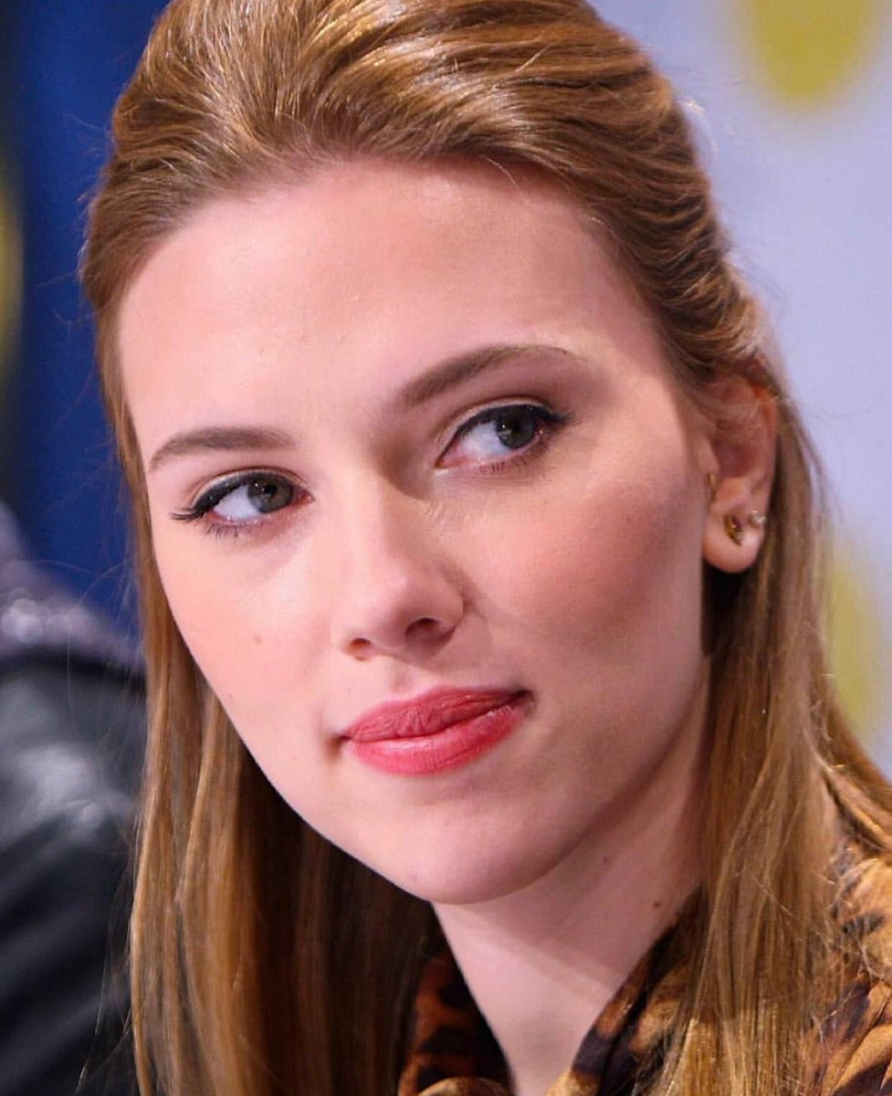 she has her look so tender #ScarlettJohansson  #I_love_herpic.twitter.com/1WdCpM7dXn