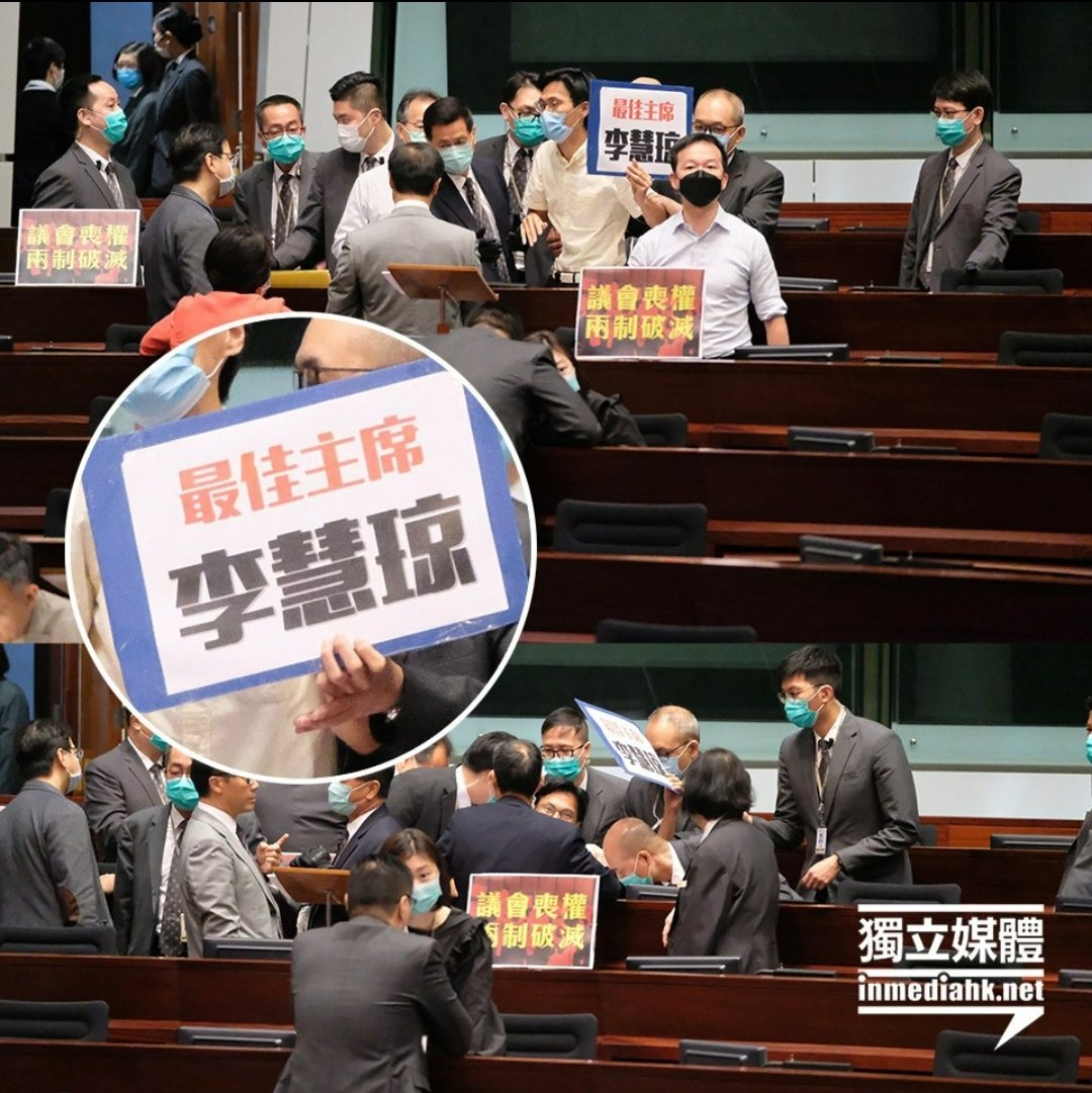 """I was removed from the chamber of #HKLEGCO by security guards simply because I showed a placard praising my CCP colleague #Starrylee as """"the Best Chairperson"""" https://t.co/R6HvNJ49YR"""