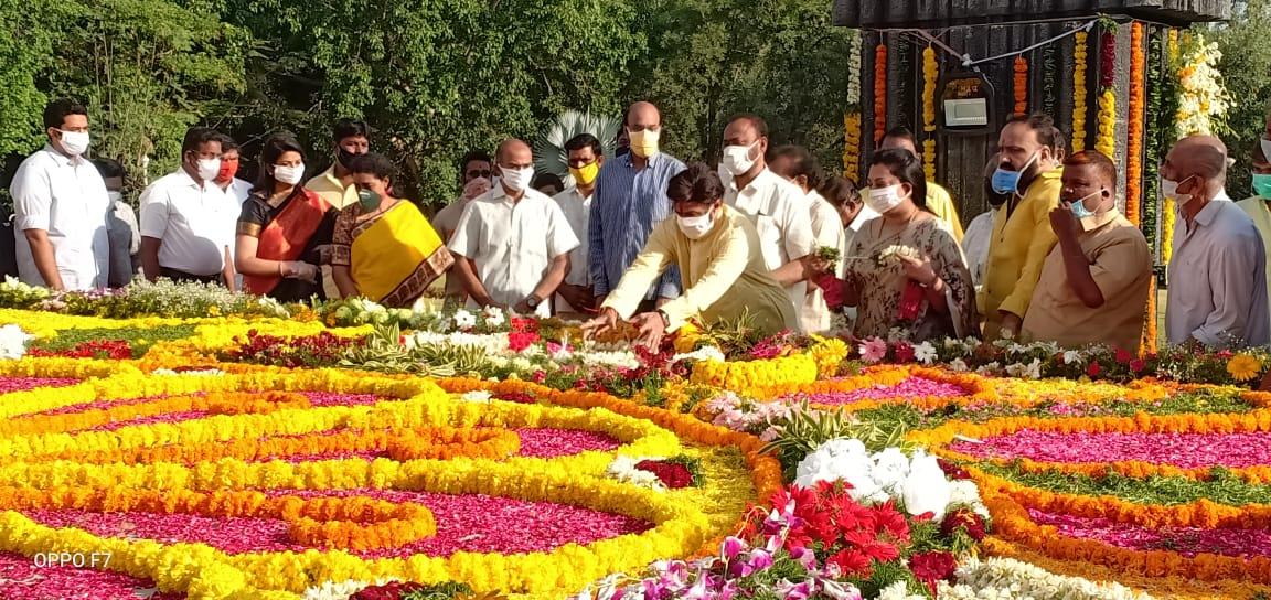 #NandamuriBalakrishna paid his respects to #NTRamaRao on the actor-politician's birth anniversary..!!  #NTR IHG #LegendaryNTRJayanthi