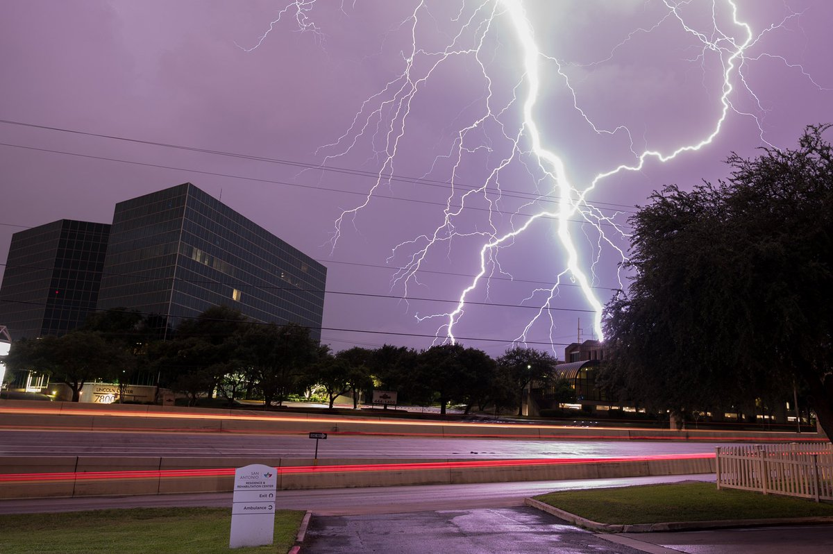 An absolutely epic lightning show happening right now in San Antonio, Texas. <br>http://pic.twitter.com/L2k6uc0lBs