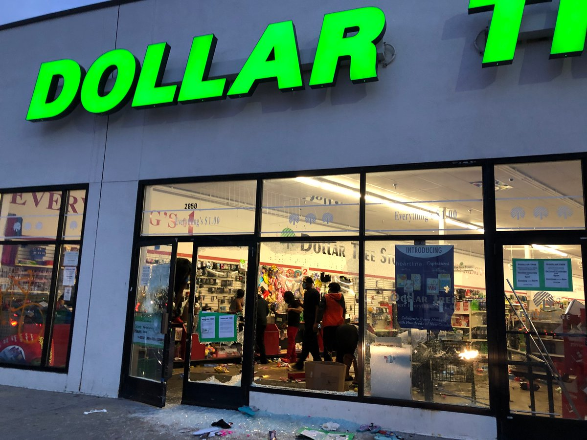 Dollar Tree, Cub and Aldi also being looted. <br>http://pic.twitter.com/vdGfDPQRJA