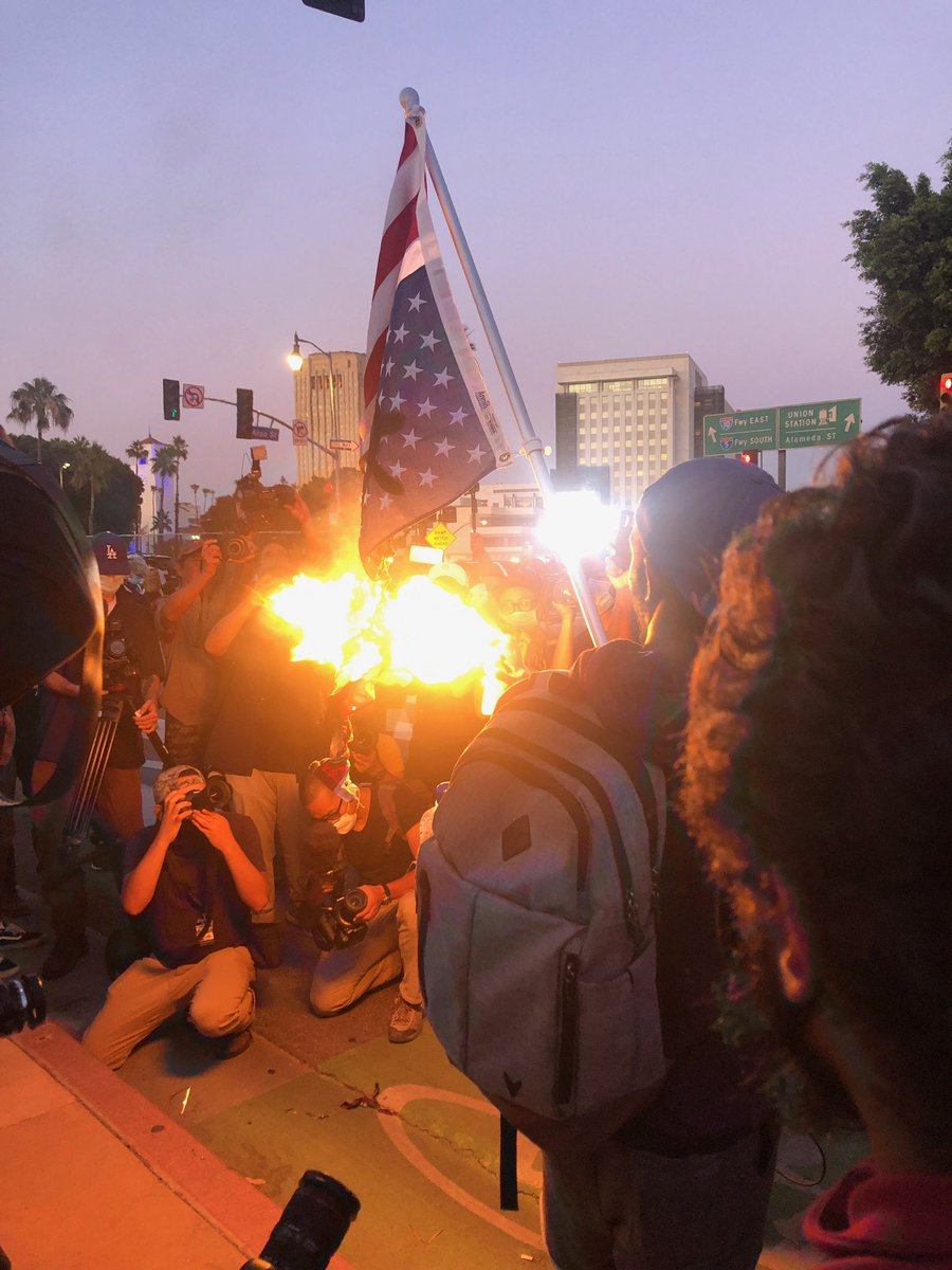 Protesters burning an upside down American flag. @FOXLA https://t.co/mvTJOOE6xA