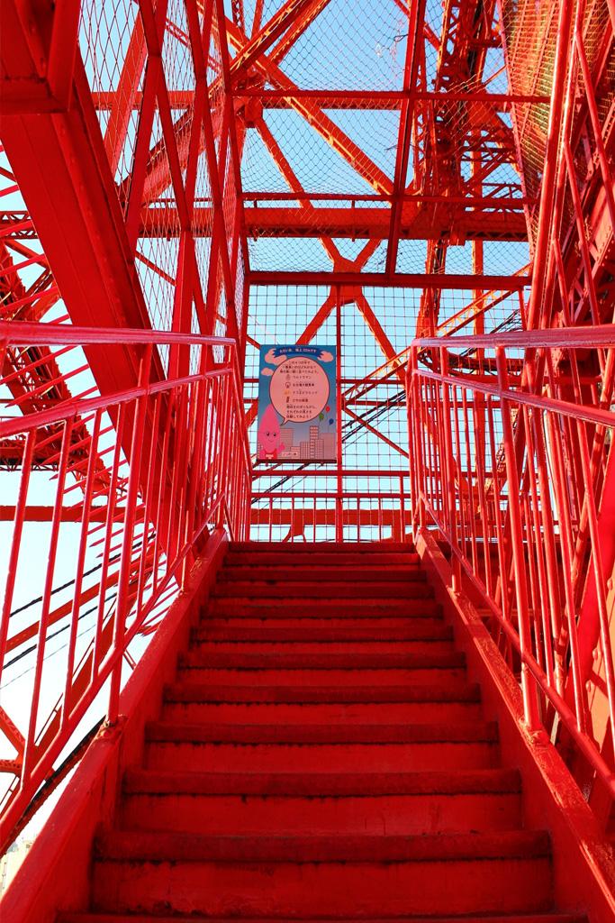 神羅ビルじゃねえか!東京タワーが営業再開 感染症対策で約600段の外階段が開放され「神羅ビルごっこしたい」「FFVIIで見た」と話題  @itm_nlab