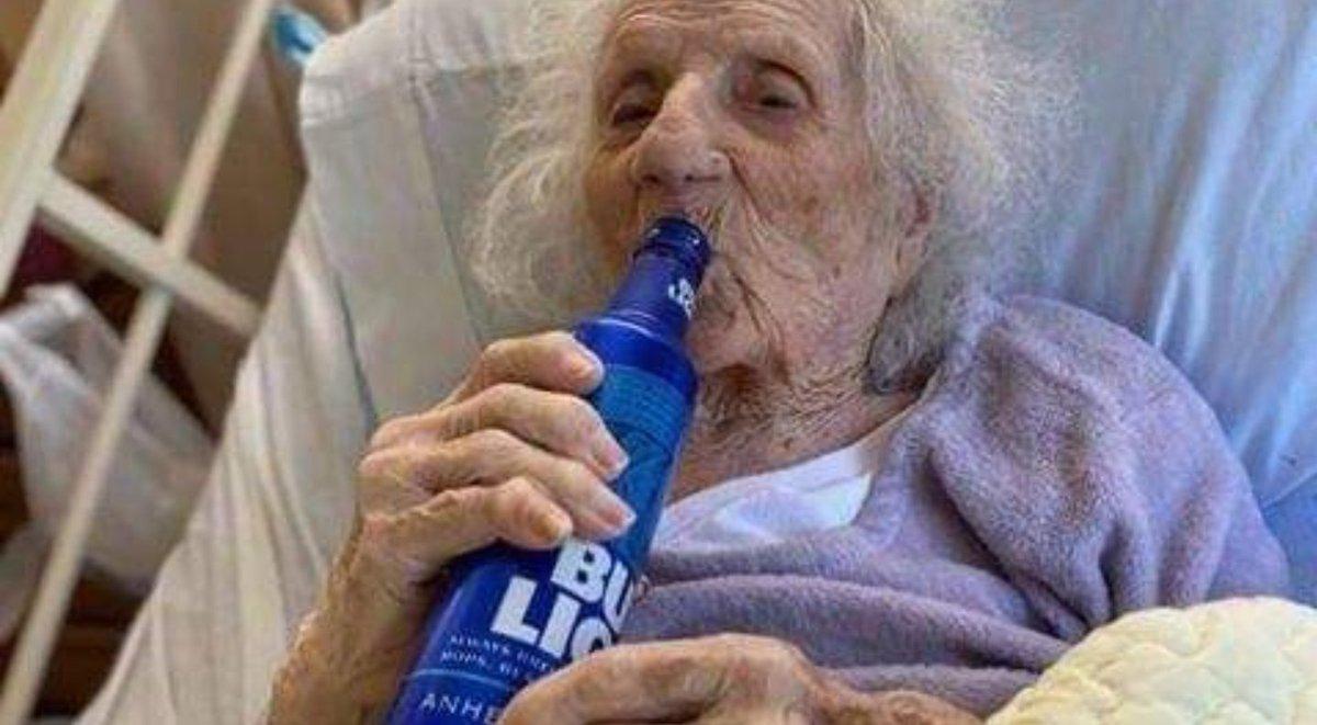 103 year-old Massachusetts woman beats #coronavirus & celebrated with beer  Cheers Ma'am #USA pic.twitter.com/anaI7ewHHE