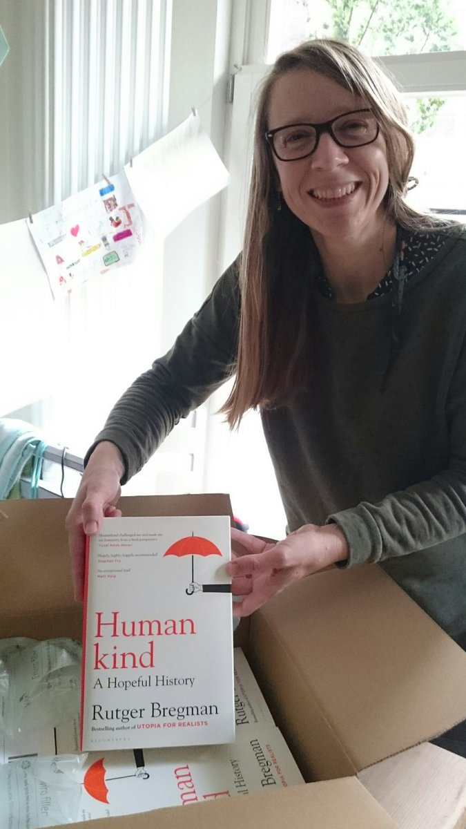 Look what the delivery guy just brought:✨Ta-da!✨a box full of these beauties from @BloomsburyBooks translated by yours truly and the fabulous Elizabeth Manton. #HUMANKIND by @rcbregman https://t.co/Diy95dAiNz