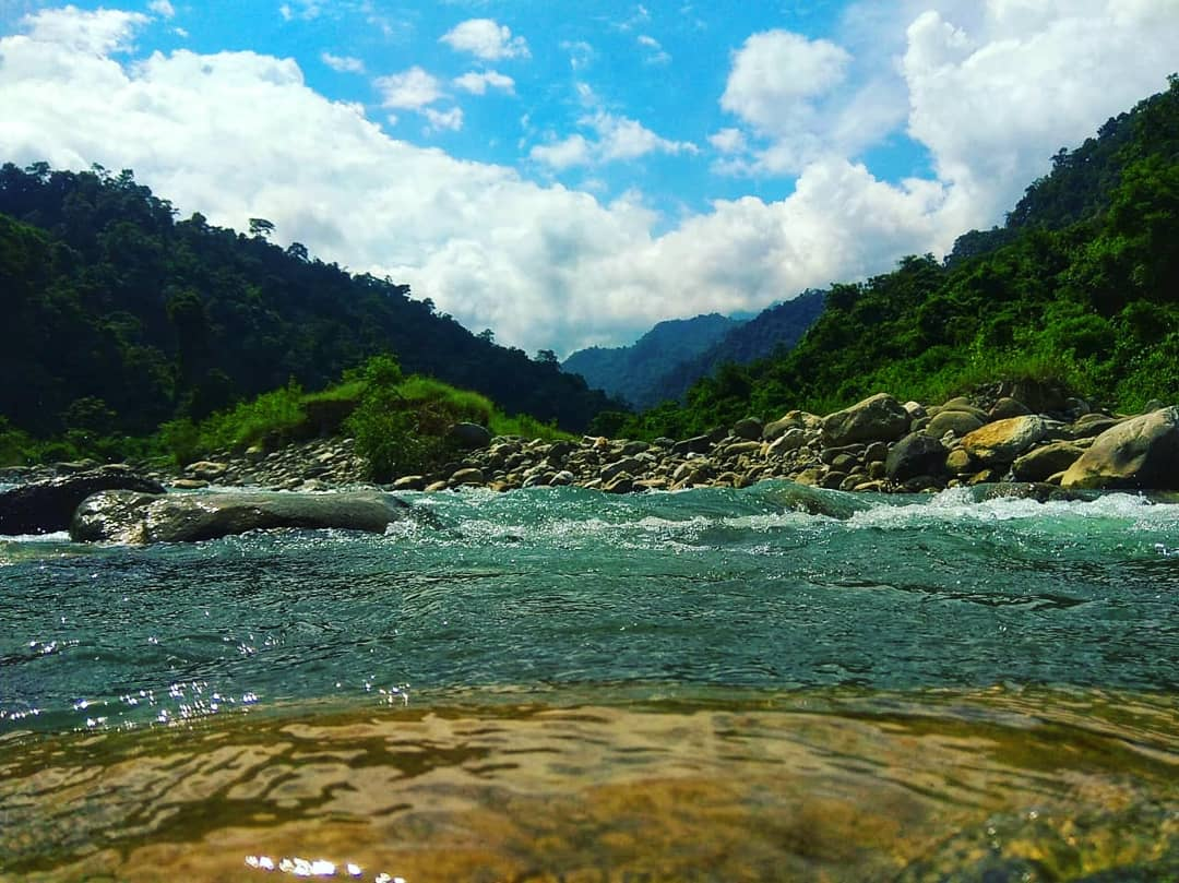 If you're looking for beauty, you'll find it in nature....🏞️🌍📸 . . . . #nature #natureslover #naturesbeauty #NaturePhotography #natureshots #natureperfection #mountains #river #trees #travel https://t.co/NqchsoZ75S