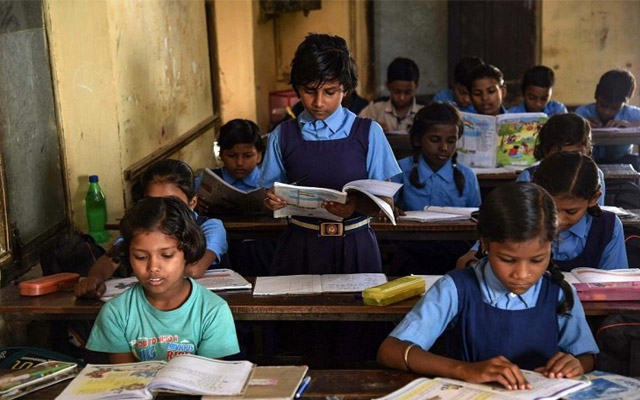 2,000 government schools to be converted into dual medium schools http://dlvr.it/RXVH50 #news #headlinespic.twitter.com/ZKLtHhKiwd