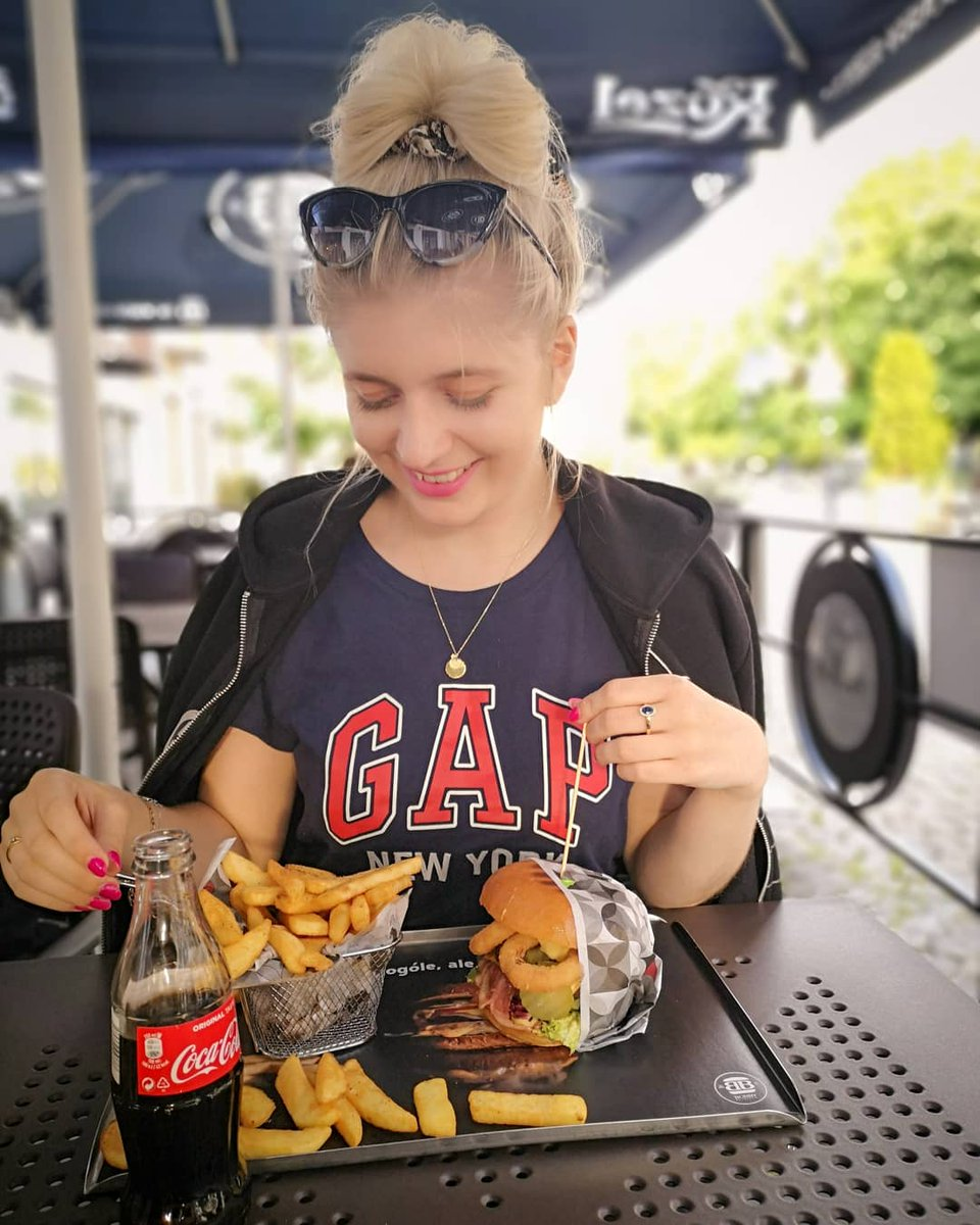 I was a really good day!  #burgers from #bobbyburger are delicious and I love it!  Have a nice day! #girl #poland #chill #food #polishgirl https://t.co/dBAeoFY7m6