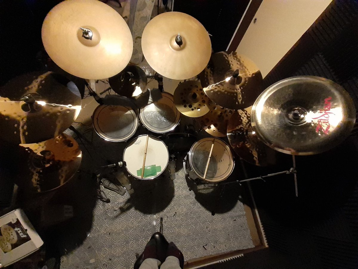 No doubt the setup will change, just testing out the new cymbals. I definitely need more toms! #drums #drummer #musicstudio #homestudio #recordingartist #cymbals #sabiancymbals #paistecymbals #zildjiancymbals #tamadrums #pearldrumspic.twitter.com/dH3UVaPzCo