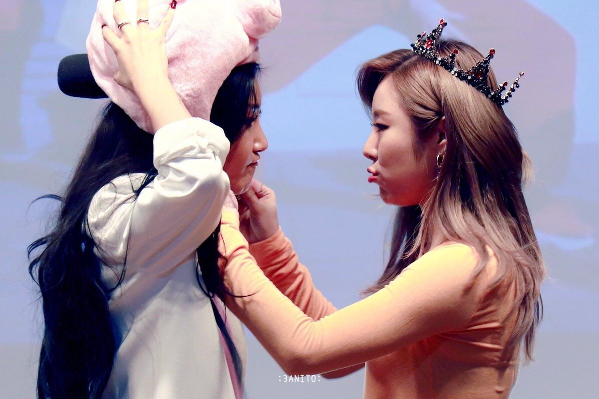 please be a wheein for hyejin  and hyejin for wheein again please   #wheesa <br>http://pic.twitter.com/8KG092aXGe