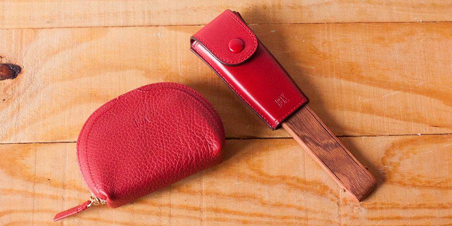 ¿Te gusta combinar tus accesorios? Hoy elegimos el monedero Arista-263 y el Abanico Deluxe en rojo. #accesoriosdepiel #accesoriosmujer #carterasdepiel #carteras #monederos #boxsansebastianpic.twitter.com/dUktsvch4e