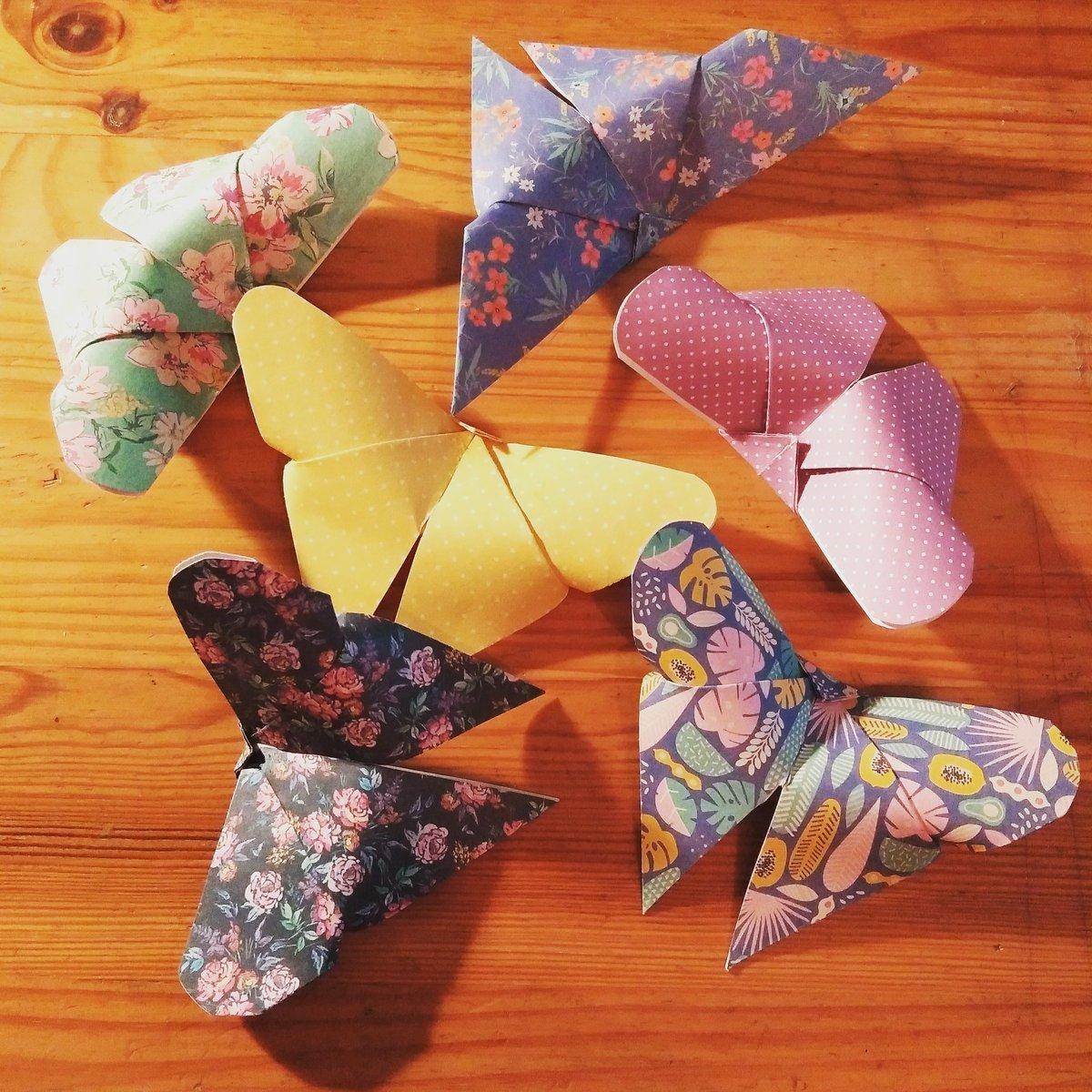Les origamis de 6h du mat' : j'apprends à faire des papillons et je sens que c'est déjà mon max en terme de compréhension de tuto ;))) https://t.co/SXysKowSRQ