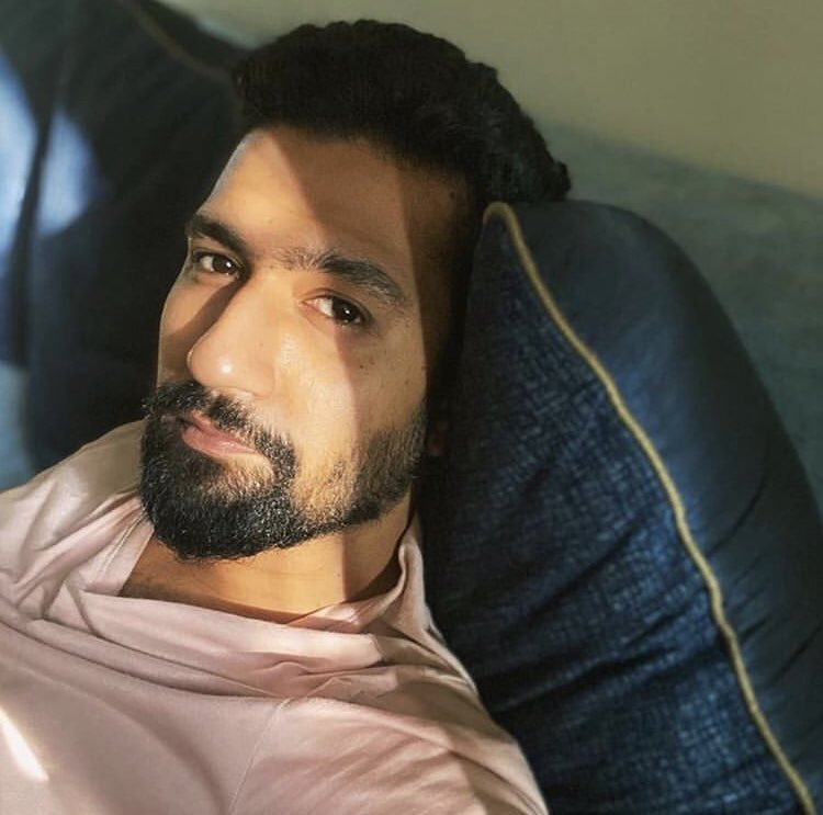 @vickykaushal09 captures the perfect sun kissed selfie!  . . . . . . #star__bollybuzz #vickykaushal #bollywood #bollywoodactor #sunkissed #quarantinelook #quarantine #bollywoodimages #bollywoodpictures #celebrity #bollywoodnews #bollywoodupdates #bollywoodhero #bollywoodlatest pic.twitter.com/mPvODq4nWF