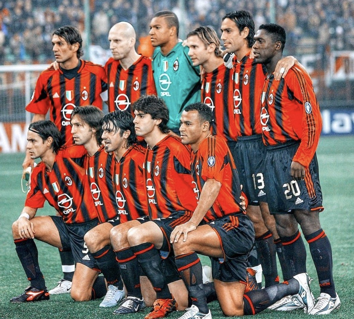 Every single player in this team is a legend in his own right. 🖤❤️