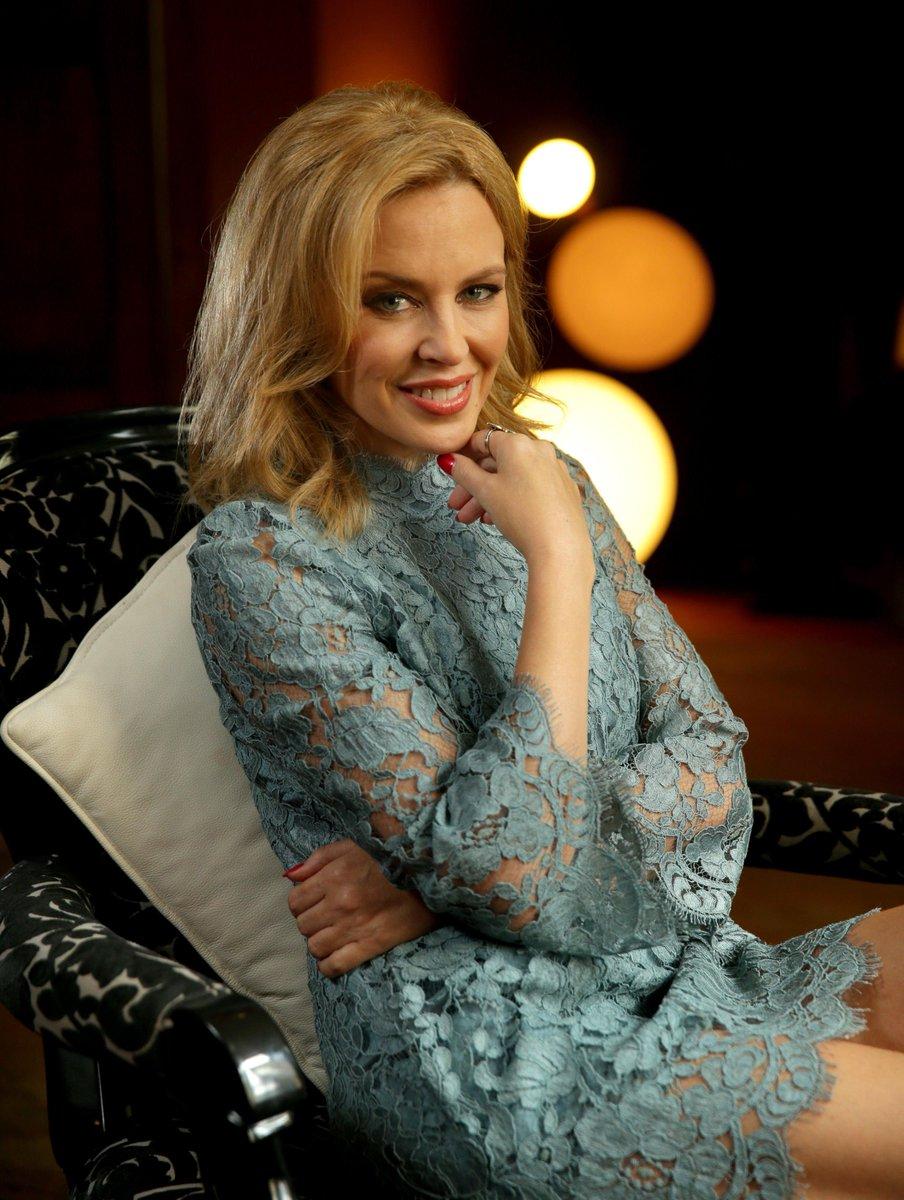 Happy Birthday Kylie Minogue! @kylieminogue #KylieMinogue #Kylie #Lovers #HappyBirthday #HappyBirthdayKylie #BirthdayGirlpic.twitter.com/CywEysqDbi
