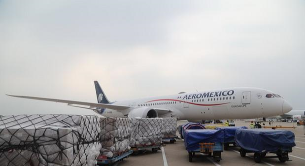 A new cargo air route linking #Shenzhen and #MexicoCity opened on Wednesday night, where an aircraft loaded with 18.5 tons of anti-epidemic materials, incl 3.8 million medical masks, headed for the capital city of #Mexico.pic.twitter.com/lKZudBXfph