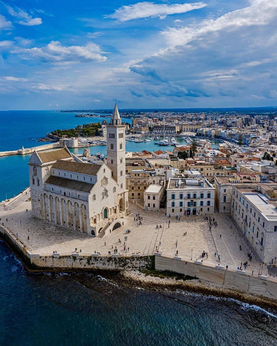 A charming web of white stone, the Adriatic town of Trani offers one of Puglia's most beautiful cathedrals, an evocative centre, and the sweet taste of the exquisite Moscato wine 👉 https://t.co/AIaD7RD5p0 #treasureitaly @WeAreInPuglia  📷 IG aleksandrdalcero https://t.co/wlYwyBsfRZ