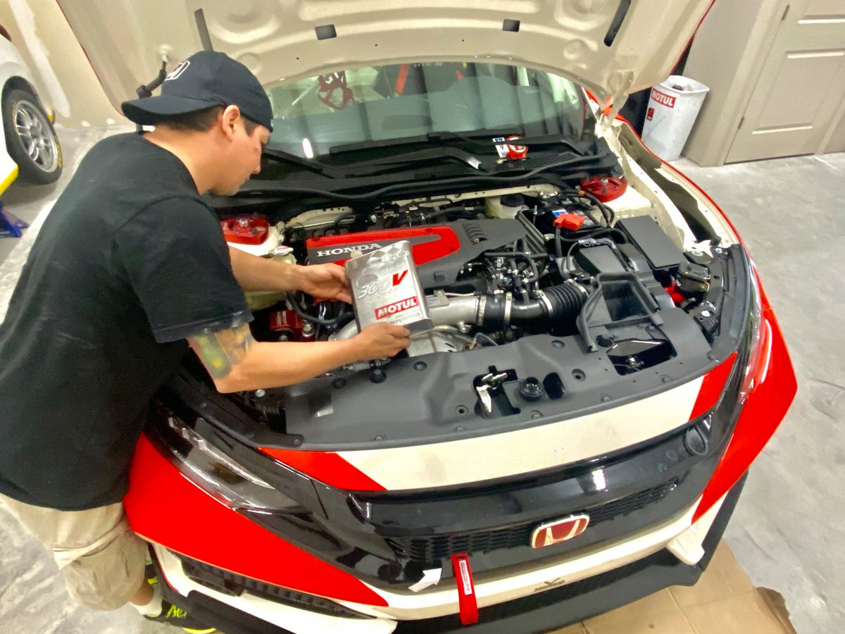 We are preparing for a warmup on June 13, 14 hours race at @DISupdates our @HondaRacing_HPD #Civic @TypeR is ready to rumble 💪 and show why this is the best platform to go racing. @Honda @hondaprojason @HendrickHondaNC @HondaLatino @MotulUSA #VGMCRacing #PowerByHonda
