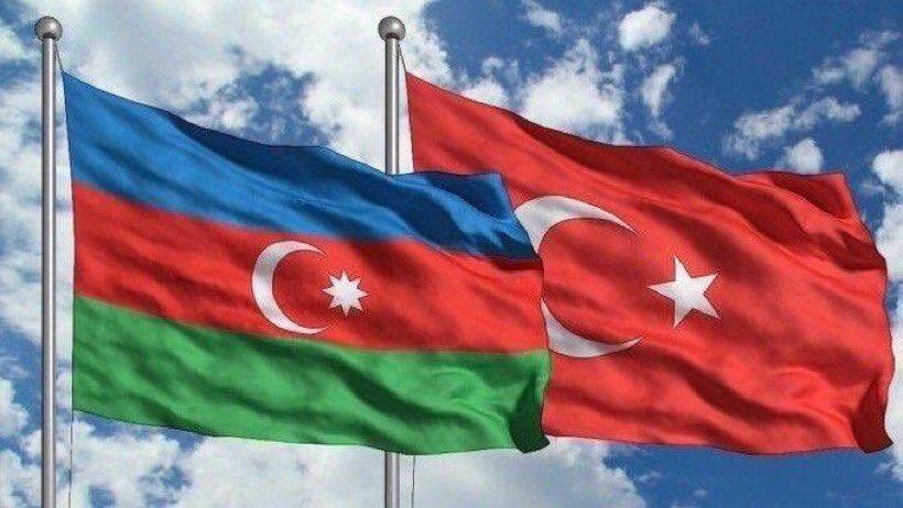 102. kuruluş yıl dönümün kutlu olsun dost ve kardeş Azerbaycan.   Bir kərə yüksələn, bir daha enməz Dalğalan bayrağım, ucal bayrağım! Səninlə fəxr edir türkün birliyi, Bu böyük birlikdən güc al, bayrağım! Dalğalan bayrağım, ucal bayrağım!  #Azerbaycan102Yaşında #Azerbaijan #azeri pic.twitter.com/0E8eEsJrml