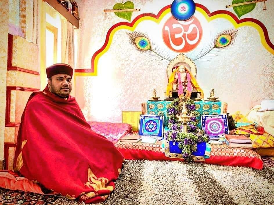 #श्री_बदरीनाथ_धाम  श्री ईश्वर प्रसाद नंबूदरी 👇 , रावल जी (मुख्य पुजारी, श्री बदरीनाथ मंदिर)  उत्तराखंड।। 💐।। जय बदरीविशाल ।।💐 @chardham  #badrinath_kedarnath_gangotari_yamnotari #badrinathdham🙏  #badrinathtemple #kedarnath_temple #kedarnath #kedarnathtemple #badrinathtemple https://t.co/HuyaSybTTx