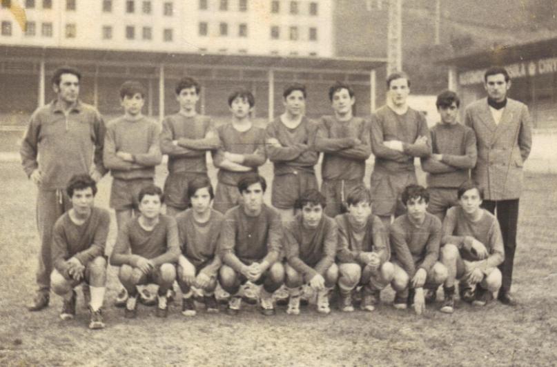 🔴🔵 El éxito de la cantera de Txantxazelai en 1971. El Eibar acabó cuarto el campeonato de España infantil, un torneo en el que participaron cerca de 3.000 equipos.  #EibarHistory  👉https://t.co/CrTbf8n0xS https://t.co/Q3UKp9cUfJ