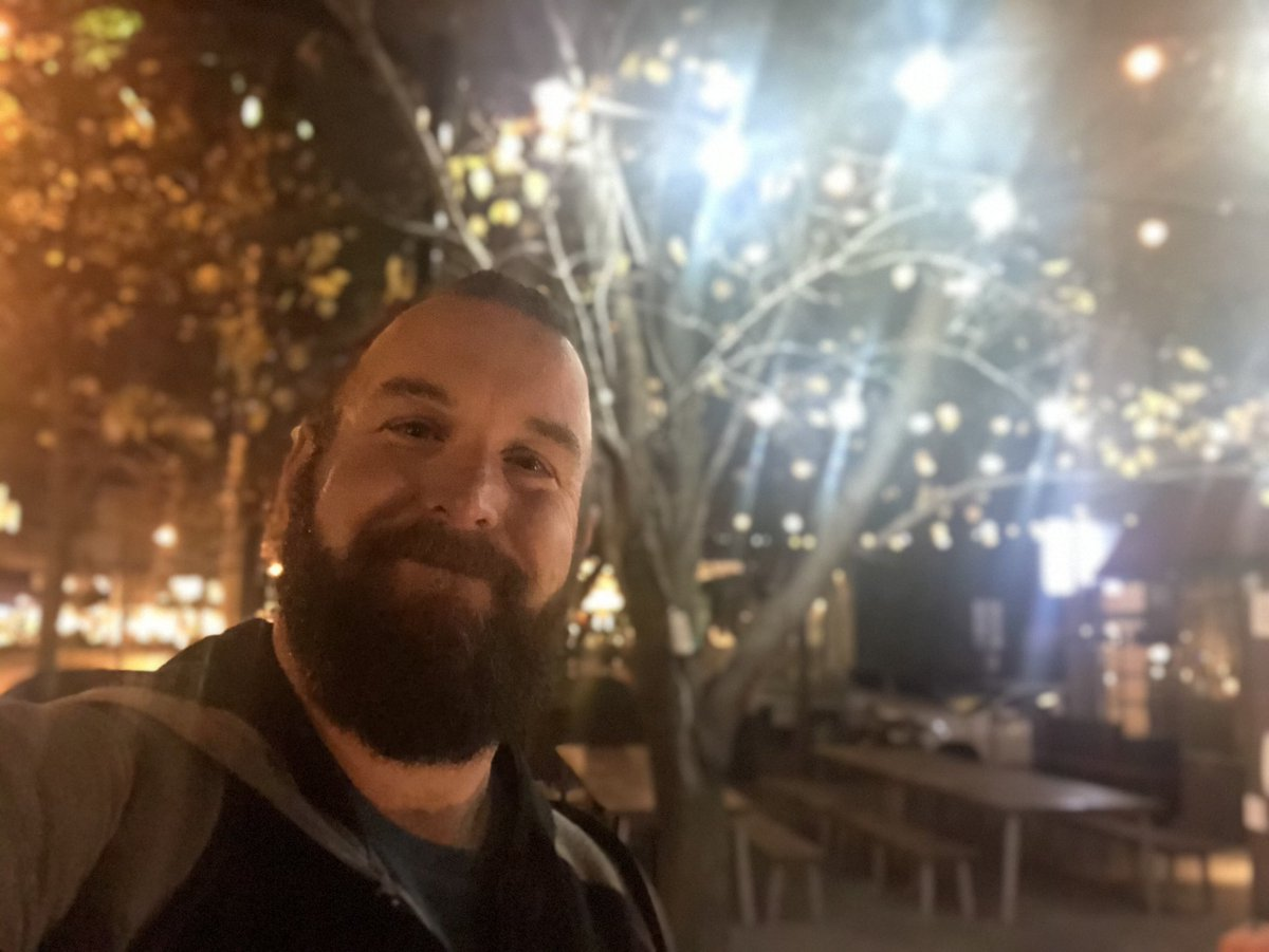 It's actually a really beautifully quiet night for a walk.  . #melbourne #night #scruff #daddy #selfie #gay #instagay #bear #beard #gayswhohashtagforattentionpic.twitter.com/J7hRZnDiE5