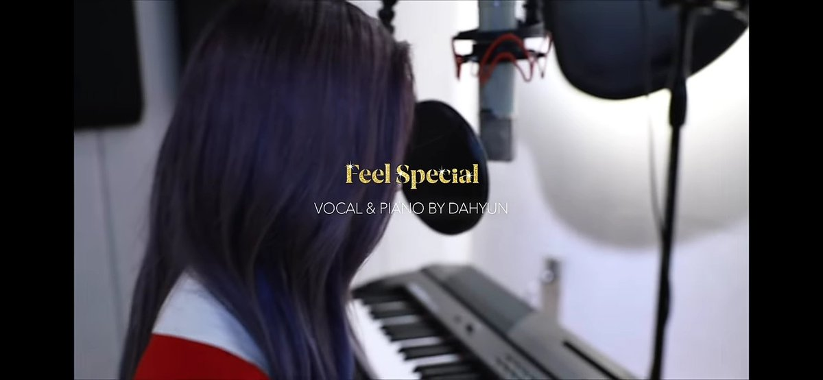"""ONCE, вы уже оценили """"Feel special"""" в исполнении нашей Дахен-и?💫 She's really a multitalented girl !!🎉 #TWICE #DAHYUN #FeelSpecial https://t.co/GNKQ9HoRFQ"""