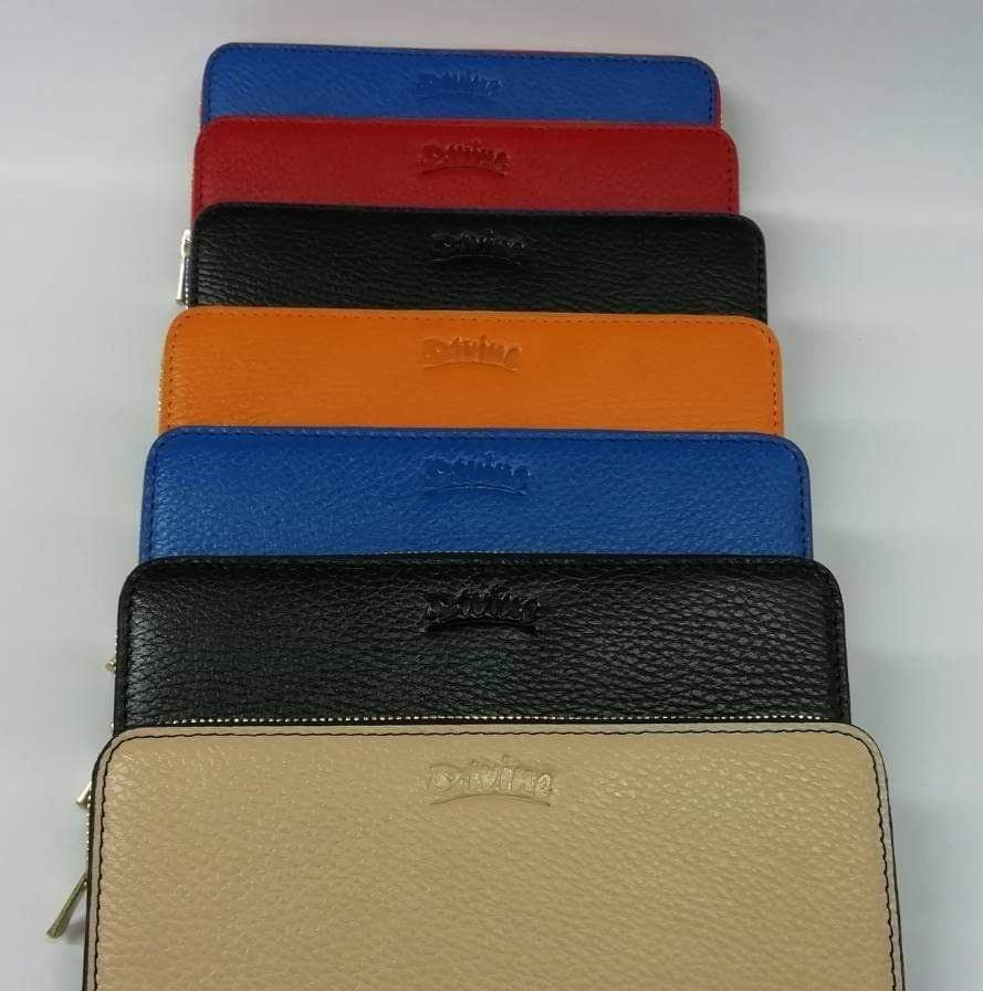 Divine craft & Fashion Pvt. Ltd. is a 100% export oriented factory and manufacturing any kinds of Artistic leather goods in Bangladesh. #leathergoods #leathergoodsco #LeatherGoodsMen #leathergoodsmadeinBangladesh #leathergoodsmanufacturer #leathergoodsexporterpic.twitter.com/TidspozmDz