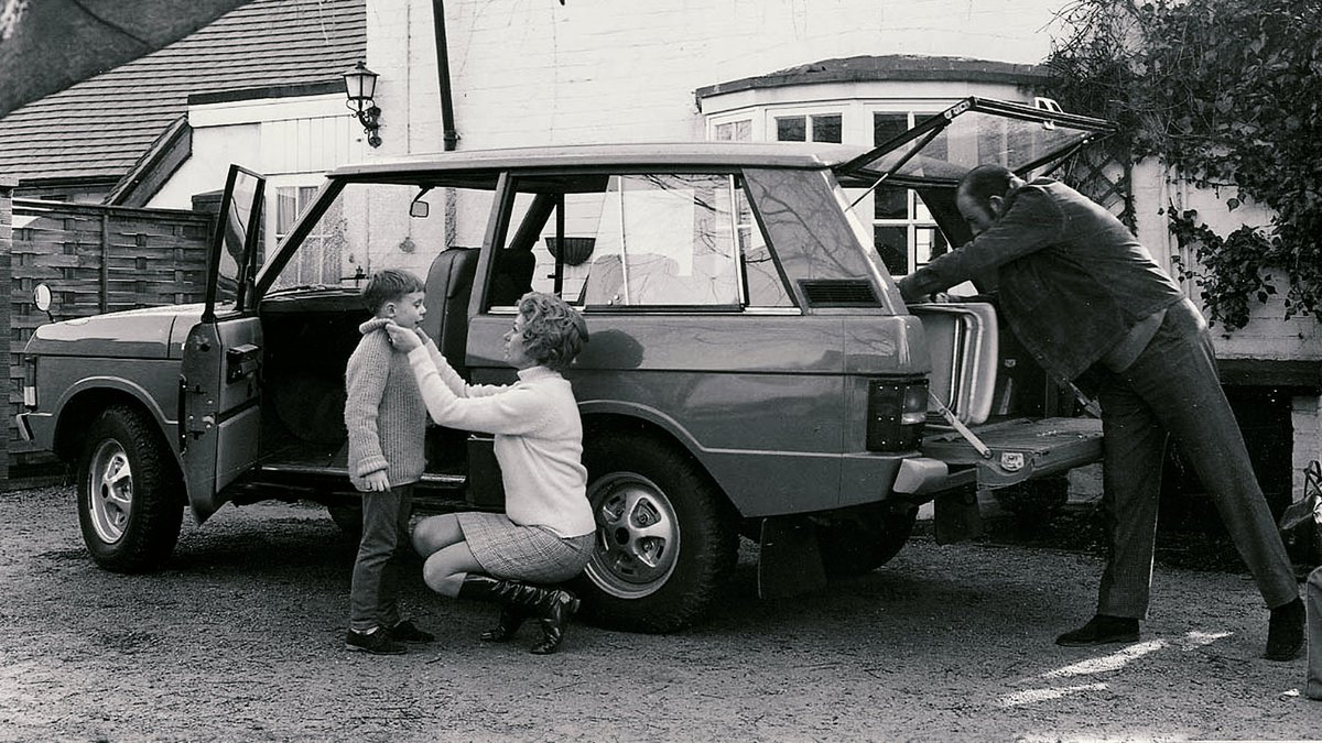 We're celebrating 50 years of Range Rover. From our initial prototypes and through the 'classic' period of the 70s, Range Roverintroduced luxury and refinement to the 4x4 leisure market. #RangeRover50 #50YearsOfRangeRover #RangeRoverMemories https://t.co/kMucEJSOi1
