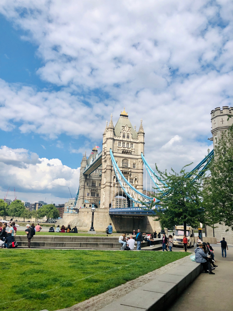 #ThrowbackThursday ➡️ Tower Bridge, where our offices and coach yard are located 😎  We do miss our offices with all its restaurants, shops, markets & central location 😔 and can't wait to be back 💪  #SupportSmallBusinesses #TowerBridge #BackToBusiness @atlondonbridge https://t.co/BSGowVghaz