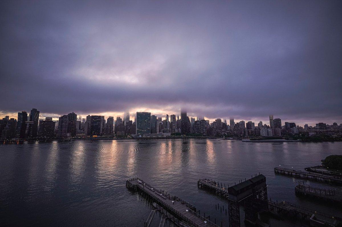 #ig_skyvibes #shotsdelight #cloudsofinstagram #nycskyline #sigma1424dgdn #nycwow #illtones #night_owlz #way2ill  #moodygrams #raw_moody #ny1pic #citykillerz #ig_newyork #nightshooters #newyork_world #loves_united_sunset #clickcity #cityscapesnyc #timeoutnewyorkpic.twitter.com/dO6QPUrMzB