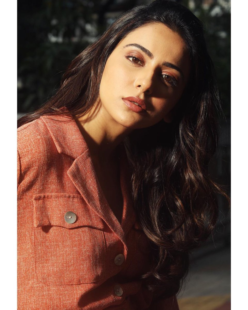 Buzz is that rakul Preet singh going to perform a special song in RRR movie.  @RRRMovie @some00660943<br>http://pic.twitter.com/KxjCC5rCM5
