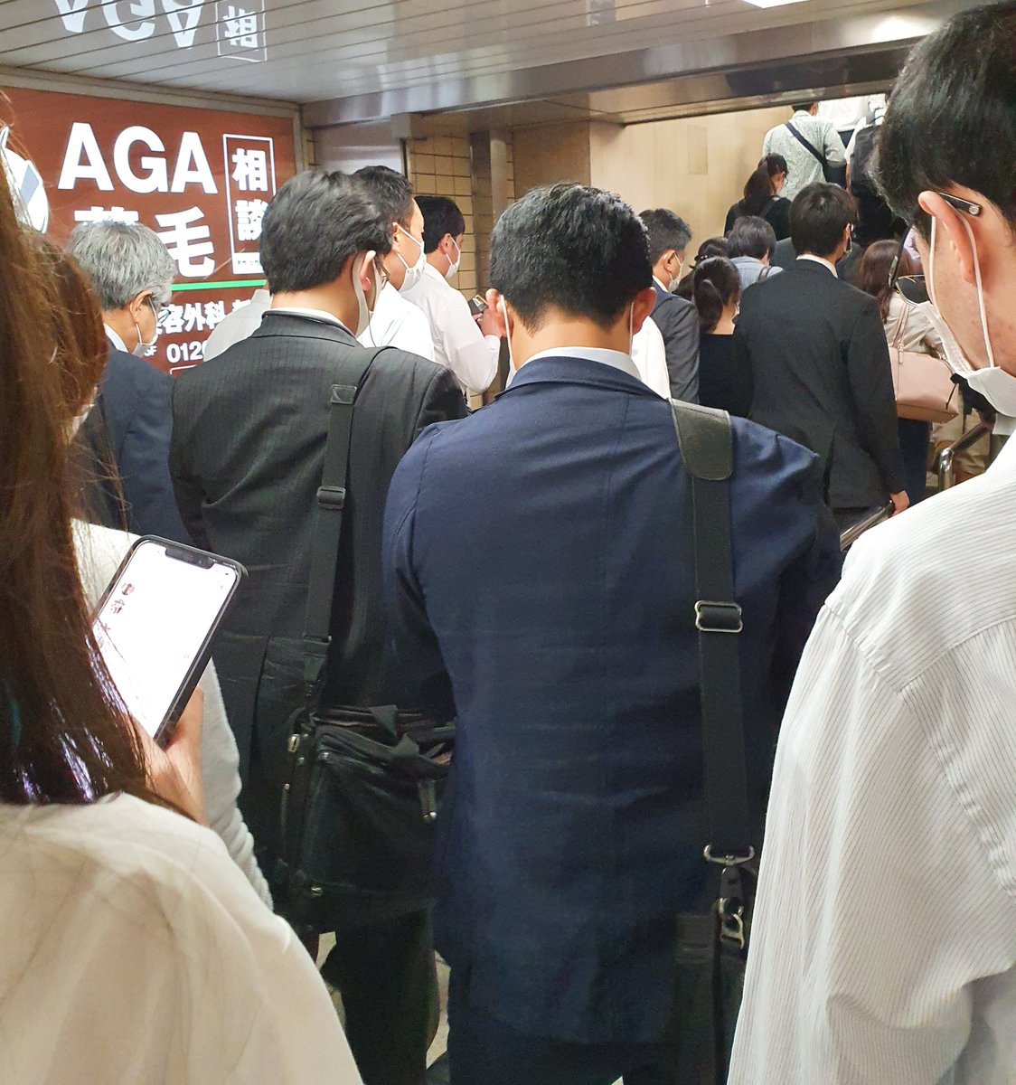 State of emergency lifted in Tokyo... All back to normal?  #Japan  #COVID19 #RushHour pic.twitter.com/xou9jAETPJ