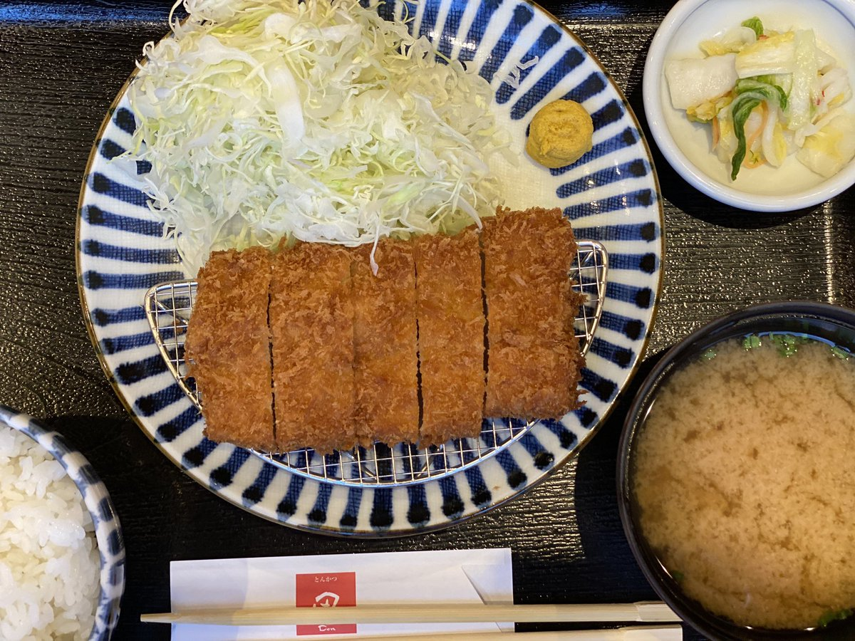Yes!!!! Dinner. In a restaurant. Tonkatsu. Only thing missing is a big beer! #Tokyo #postcorona pic.twitter.com/MIVaOM0nwW