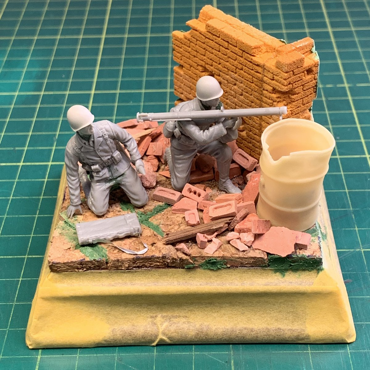 Okay, final composition for this, I think... There are a few other items to be placed during final assembly, which are not shown here... I don't want to give you everything at such an early stage!  #scalemodels #miniatures pic.twitter.com/tb1RrInY8V