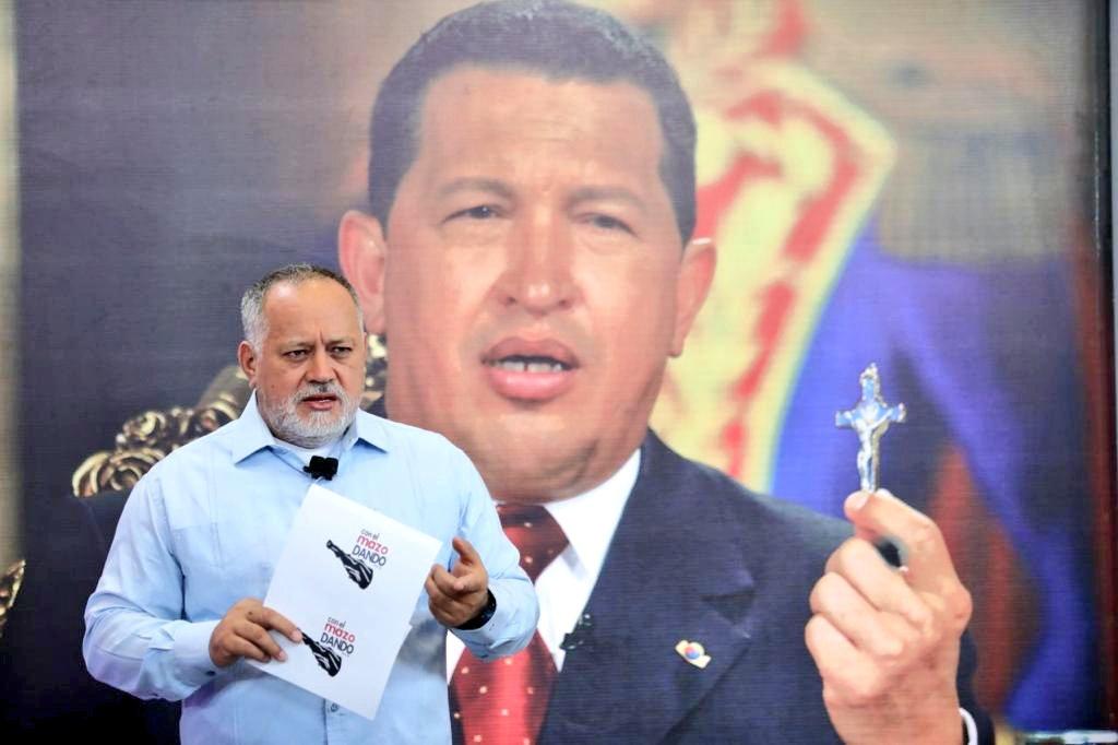 #28Mayo #PsuvIribarren 🚩 #VenezuelaDefiendeSuOro Así lo dijo @dcabellor En su programa @ConElMazoDando El comandante Chávez es nuestra inspiración, pasarán años, décadas y siglos, y aquí se seguirá hablando de él. #FuriaBolivarianaPatriaLibre @PartidoPSUV
