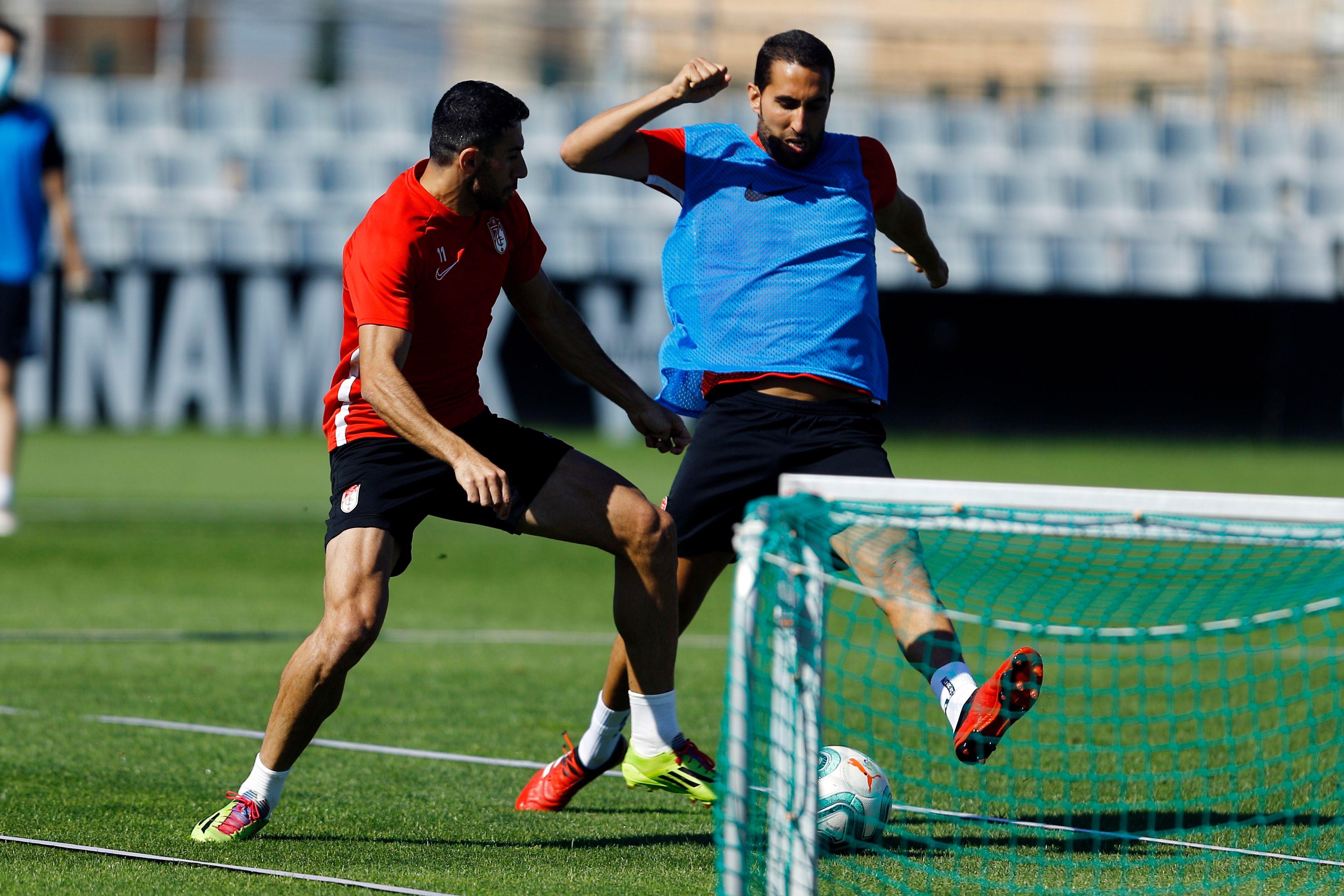 Los jugadores del Granada, en la sesión de este jueves (Foto: GCF).