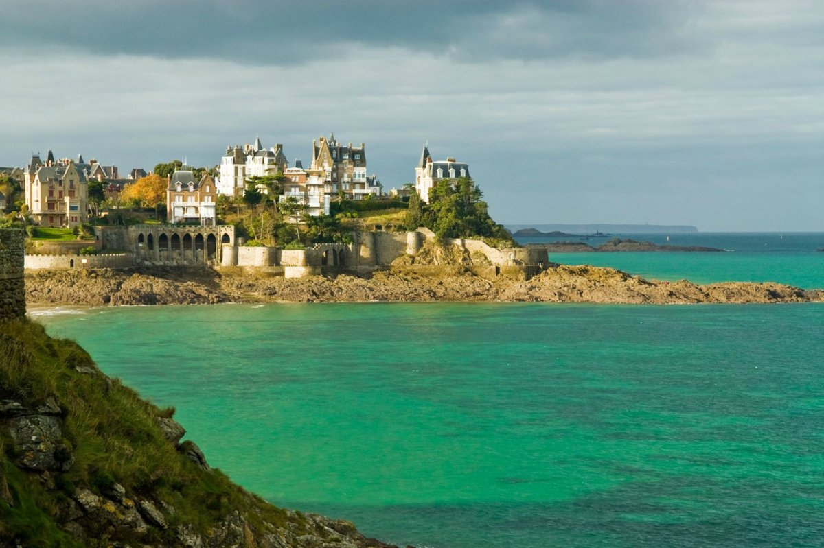 Will the international film festival circuit be open by September? Dinard has confirmed its 2020 dates, but says the presence of international guests will be determined later this summer: bit.ly/3eoFXGb