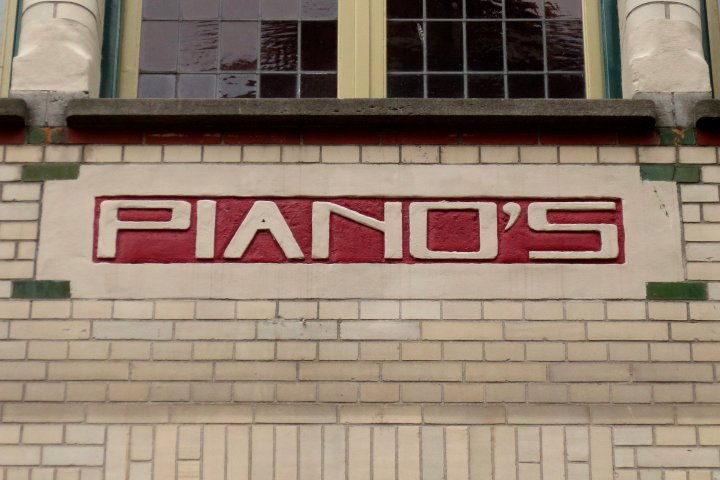 Former piano store, now a coffee seller, from 1907 #Amsterdam #Typography #TypeInAmsterdampic.twitter.com/FbtYZkcR4K