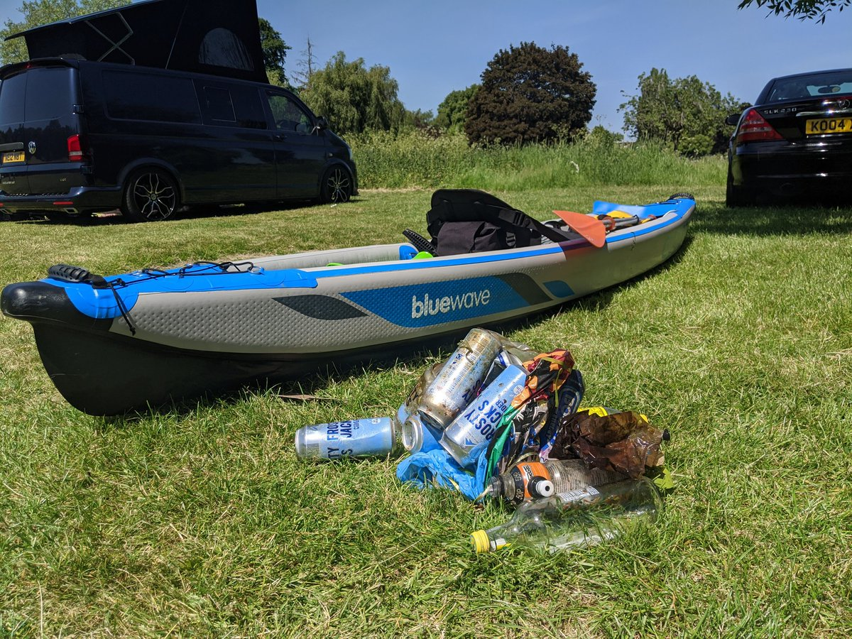 Canoeing on the river Avon today River litter collection. Two plastic balloons numerous plastic bottles and beer tins all wildlife death traps! Take your litter home. #Avon #Litterpic.twitter.com/eaoykPepIV