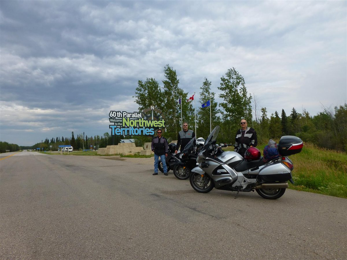 Essential photo op on a ride to Yellowknife. #ThinkBike #RideWhenYouCan #PicOfTheDay pic.twitter.com/lsLTYPU7pn