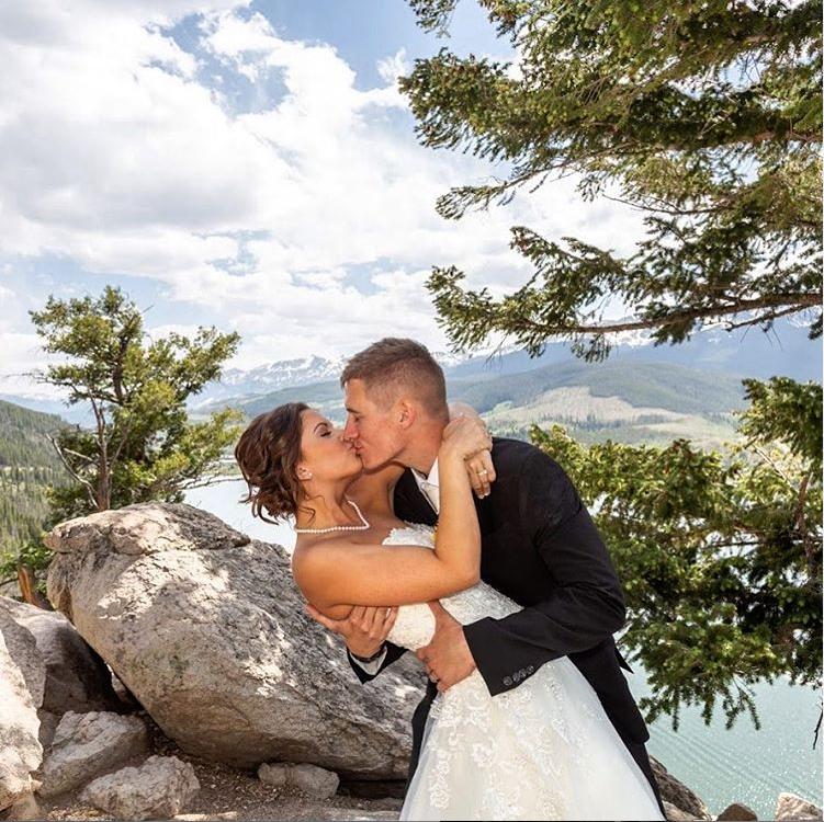 On top of the world #weddingbug #weddingbugstudios #weddingphotography #weddingphoto #weddingphotographer #weddingmoments #weddingday #weddingportraits #love #wedding #weddings #brideandgroom #mountainwedding #rockymountains #sapphirepoint #coloradowedding #lakedillonpic.twitter.com/D8HDEg2e0p