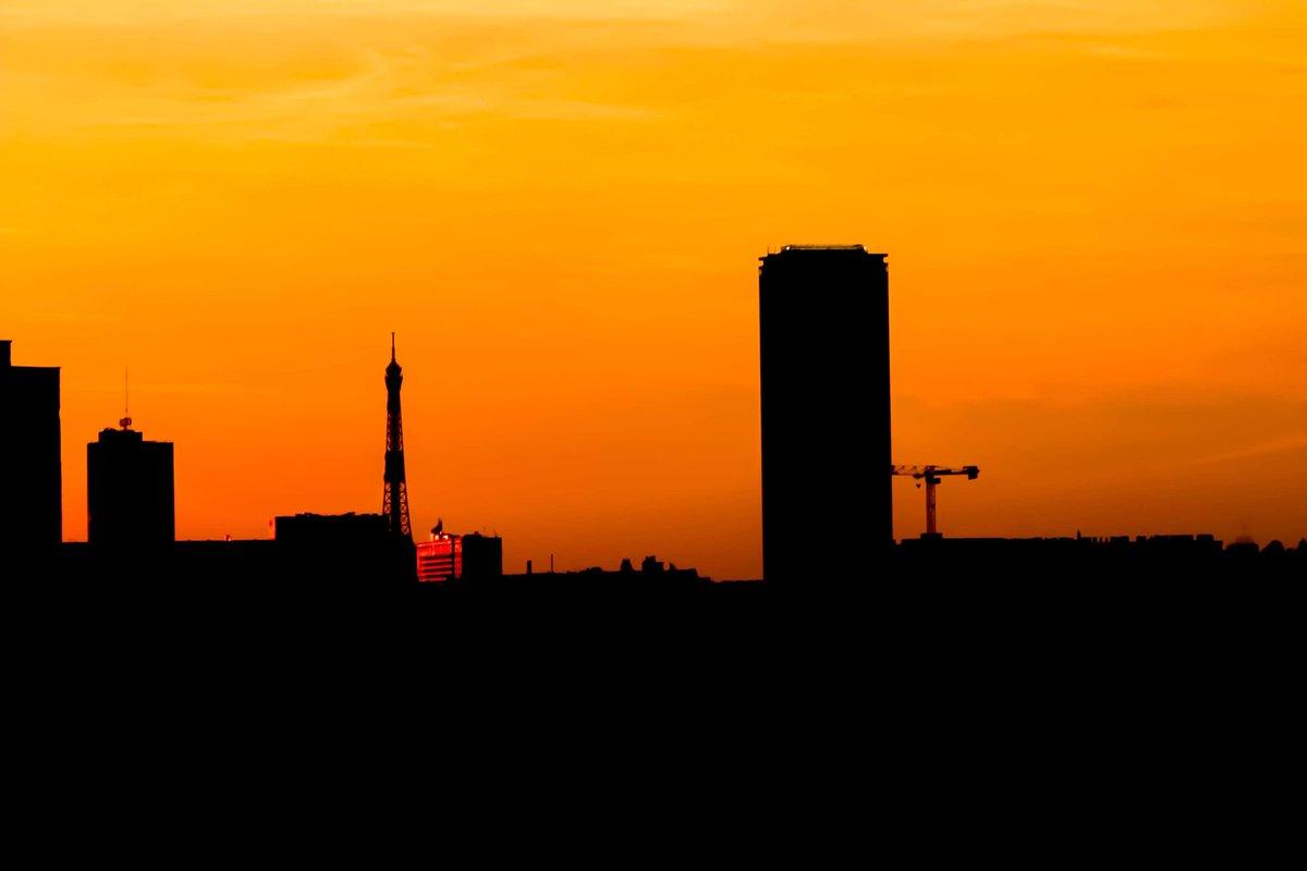 Sunset of Paris #paris #parisjetaime #TourEiffel #tourmontparnasse #sunsetpic.twitter.com/f58ARUpKdn