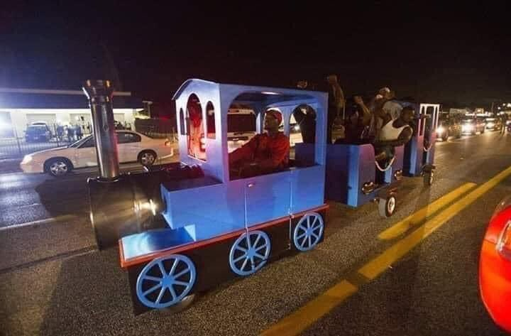 Minneapolis trippin fr they stole the mall train😭😭😭😭😭😭 https://t.co/EJyvu092BZ