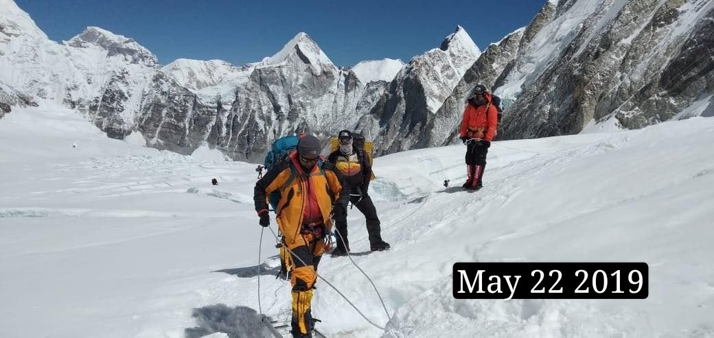 Congratulations to both Chinese and Nepali teams for successfully reaching the summit of Mt. Zhumulangma/Sagarmatha, the eternal symbol of the friendship between  & . Both countries will jointly announce the height later according to the joint statement. <br>http://pic.twitter.com/R2gX0w4nQy