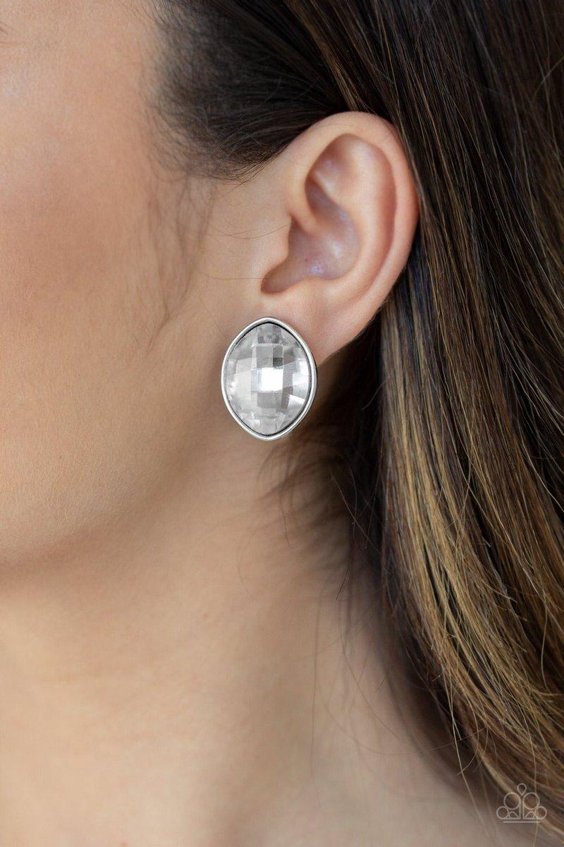 Movie Star Sparkle - White $5  405-492-7250  #paparazziaccessories #dollarhabit #paparazzijewelry #dollarbling #jewelry #paparazziconsultant #dollarjewelry #fashion #leadandnickelfree #paparazzi #joinmyteam #fivedollarhabit #necklace #earrings