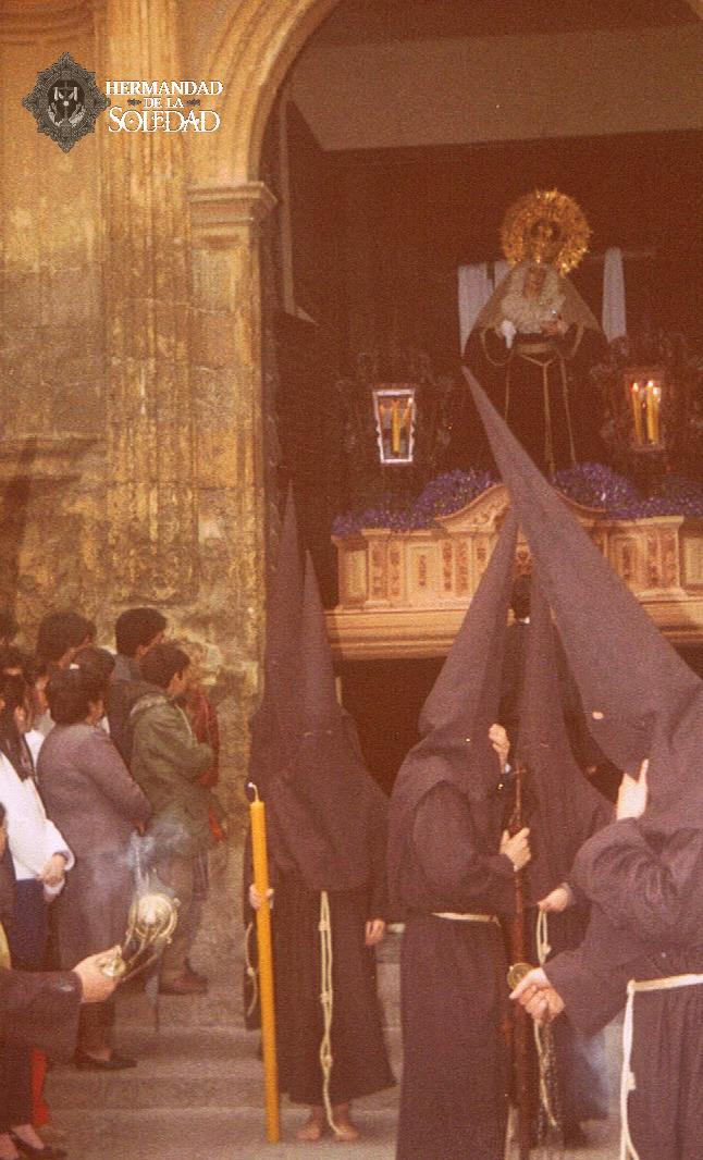 DATO HISTÓRICO |🔊📸|  El uno de abril de 1983 era Viernes Santo, nuestra hermandad se disponía a realizar estación de penitencia desde la Basílica menor de San Pedro, donde además recibían culto nuestros titulares, tras el derrumbe que se produciría (1/2) https://t.co/GguKPDyx7F