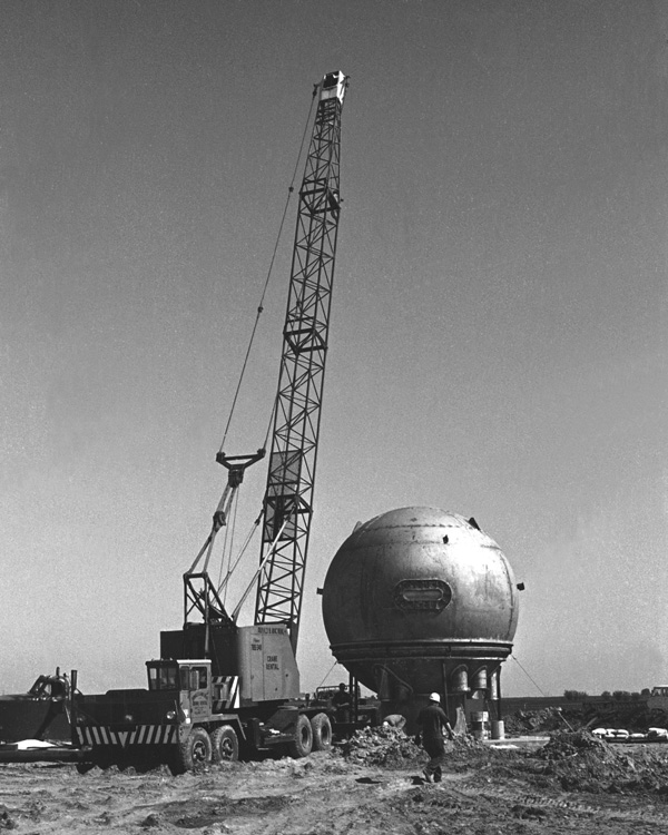 #OnThisDay 49 years ago: @Fermilab's bubble chamber under construction.pic.twitter.com/4ogJBorKZ1