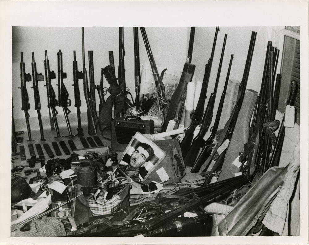 #OnThisDay in 1956, a huge arms cache was uncovered after French troops and police sealed off and searched the casbah. This photo, taken the following day, is a display of what was confiscated. (1/3) pic.twitter.com/w4YpESdMcO