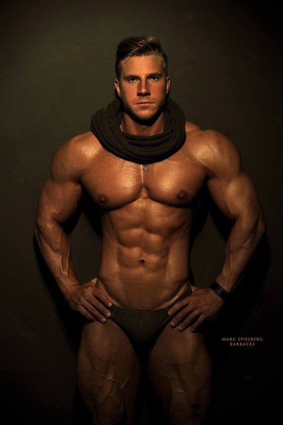 Bodybuilders escorts gays
